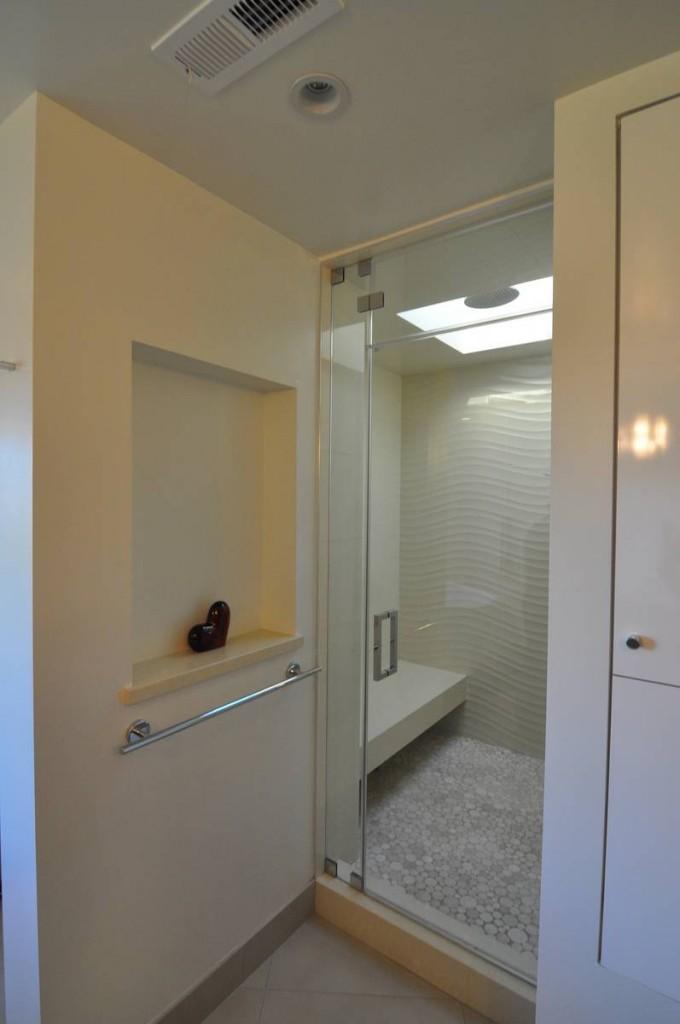 Mount Olympus Los Angeles Contemporary Bathroom And